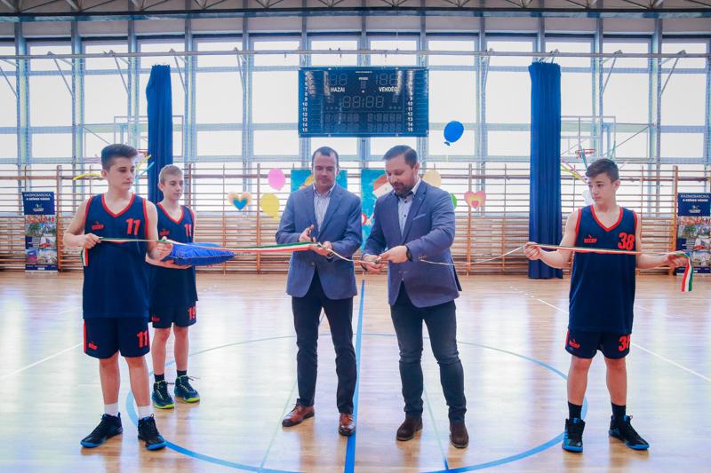 Kazincbarcikai Sportközpont Tornacsarnokának átadója